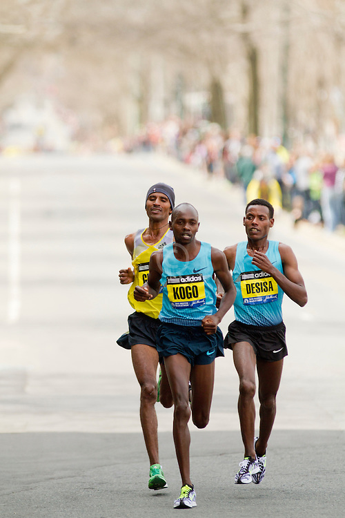 2013 Boston Marathon: Kogo, Gebremariam, Desisa lead race