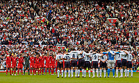 Fotball<br /> Foto: SBI/Digitalsport<br /> NORWAY ONLY<br /> <br /> England v Wales<br /> 09.10.2004<br /> <br /> Players and the majority of fans observe a minute's silence for Ken Bigley