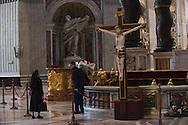 Italia, Roma 14/12/2015 : Operaio sistema i fiori sul pulpito della Basilica di San Pietro - Worker arranging flowers at St. Peter's Basilica