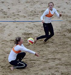 16-08-2014 NED: NK Beachvolleybal 2014, Scheveningen<br /> Nienke de Waard, Michelle Stiekema