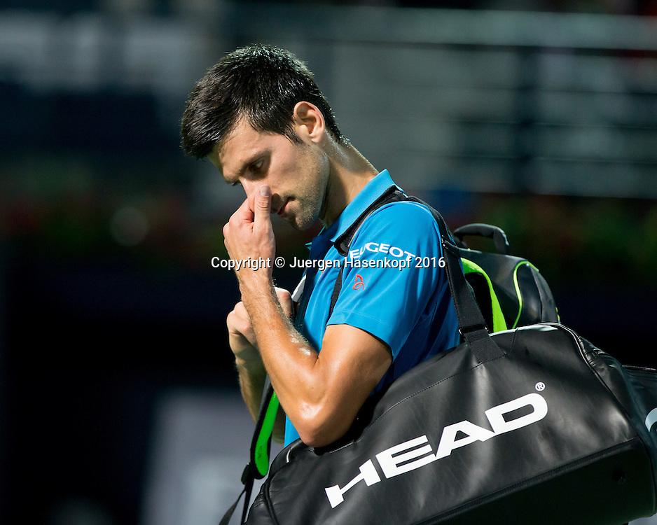 Novak Djokovic (SRB)  verlaesst enttaeuscht den Platz nach seiner Aufgabe, Emotion,<br /> <br /> Tennis - Dubai Duty Free Tennis Championships - ATP -   - Dubai -  - United Arab Emirates  - 25 February 2016. <br /> &copy; Juergen Hasenkopf