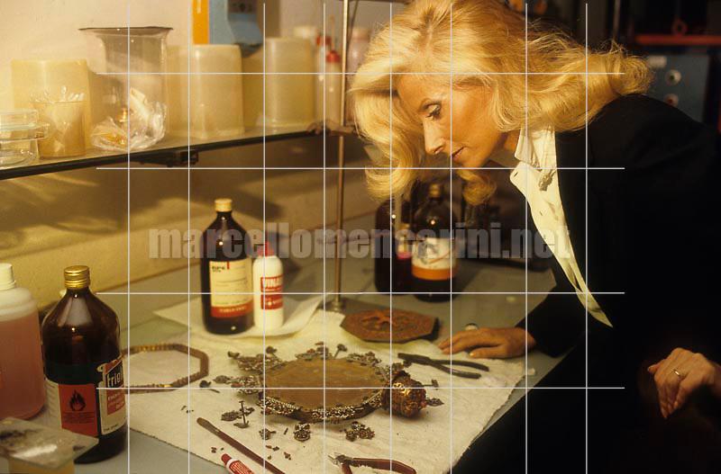 Milan, about 1985. Angela Peppicelli Schimberni, wife of Italian manager Mario Schimberni / Milano, 1985 circa. Angela Peppicelli Schimberni, moglie del manager Mario Scimberni - © Marcello Mencarini