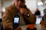 En Tunisie la peur s'installe. Sofiene Ben Farhat, journaliste et ecrivain tunisien montre un sms, recu le 2 fevrier, d'un commissaire de police, qui annonce l'existence d'une liste noir et des assasinats a venir. Hamman-Lif, 10-02-2013
