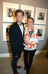 Actor JUDE LAW and his sister NATASHA LAW at an exhibition of photographs by the late Robert Mapplethorpe at the Alison Jacques Gallery, 4 Clifford Street, London W1 on 7th September 2006.<br /><br />NON EXCLUSIVE - WORLD RIGHTS