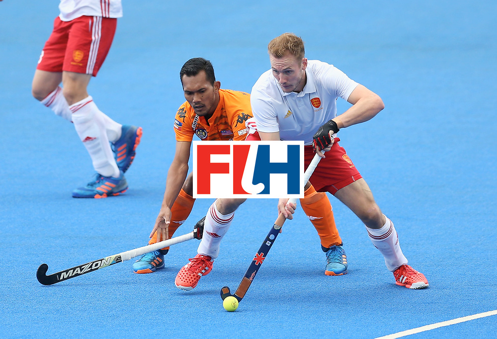 LONDON, ENGLAND - JUNE 25: David Ames of England and Marhan Jalil of Malaysia battle for possession during the 3rd/4th place match between Malaysia and England on day nine of the Hero Hockey World League Semi-Final at Lee Valley Hockey and Tennis Centre on June 25, 2017 in London, England. (Photo by Steve Bardens/Getty Images)