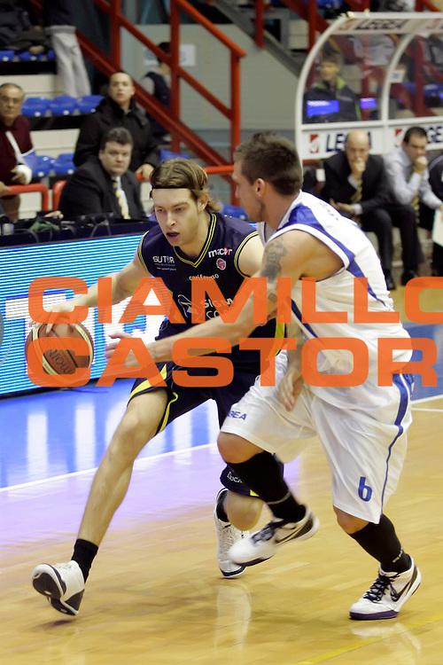 DESCRIZIONE : Napoli Lega A 2009-10 Martos Napoli Sigma Coatings Montegranaro<br /> GIOCATORE : Michele Antonutti<br /> SQUADRA : Sigma Coatings Montegranaro<br /> EVENTO : Campionato Lega A 2009-2010 <br /> GARA : Martos Napoli Sigma Coatings Montegranaro<br /> DATA : 15/11/2009<br /> CATEGORIA : palleggio<br /> SPORT : Pallacanestro <br /> AUTORE : Agenzia Ciamillo-Castoria/A.De Lise<br /> Galleria : Lega Basket A 2009-2010 <br /> Fotonotizia : Napoli Campionato Italiano Lega A 2009-2010 Martos Napoli Sigma Coatings Montegranaro<br /> Predefinita :