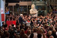03 AUG 2009, BERLIN/GERMANY:<br /> Uebersicht waehrend der Pressekonferenz von Frank-Walter Steinmeier (Vorn), SPD, Bundesaussenminister und Kanzlerkandidat, und Franz Muentefering (Hinten), SPD Parteivorsitzender, Pressekonferenz nach den ersten Hochrechnungen des Wahlergebnisses der Bundestagswahl 2009, Wahlabend, Atrium, Willy-Brandt-Haus<br /> IMAGE: 20090927-02-064<br /> KEYWORDS: Franz Müntefering