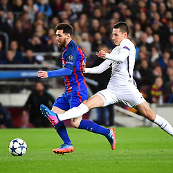 (L-R) Lionel Messi of Barcelona and Julian Draxler of PSG during the Uefa Champions League Round of 16 second leg match between FC Barcelona and Paris Saint Germain at Camp Nou on March 8, 2017 in Barcelona, Spain. (Photo by Dave Winter/Icon Sport)