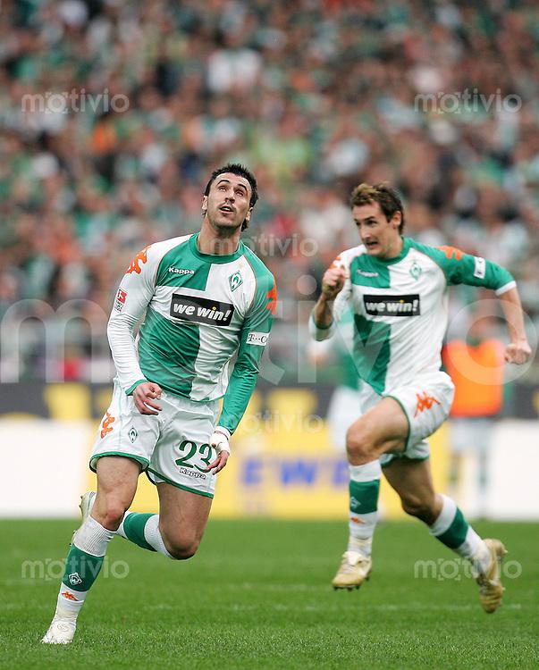 Fussball Bundesliga SV Werder Bremen - 1. FC Nuernberg Bremer Stuermer-Duo: Hugo ALMEIDA (l) und Miroslav KLOSE (SVW).