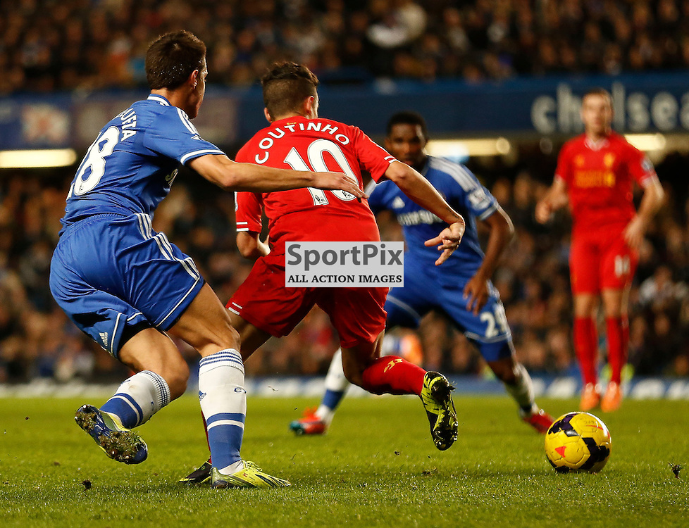 Liverpool (10) MF Philippe Coutinho gets chased down by Chelsea DF Cesar Azpilicueta (28) | Andy Walter (c) Sportpix.org