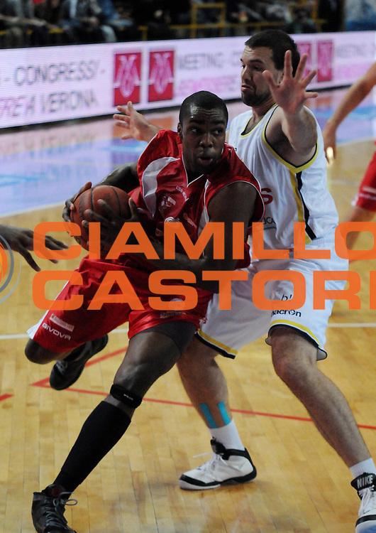 DESCRIZIONE : Verona Campionato Lega Basket A2 2011-12 Tezenis Verona Pallacanestro S.Antimo<br /> GIOCATORE : Folarin Campbell <br /> SQUADRA : Pallacanestro S.Antimo<br /> EVENTO : Campionato Lega Basket A2 2011-2012<br /> GARA : Tezenis Verona Pallacanestro S.Antimo<br /> DATA : 06/11/2011<br /> CATEGORIA : Palleggio Penetrazione<br /> SPORT : Pallacanestro <br /> AUTORE : Agenzia Ciamillo-Castoria/L.Lussoso<br /> Galleria : Lega Basket A2 2011-2012 <br /> Fotonotizia : Verona Campionato Lega Basket A2 2011-12 Tezenis Verona Pallacanestro S.Antimo<br /> Predefinita :