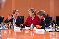 01 SEP 2010, BERLIN/GERMANY:<br /> Guido Westerwelle (L), FDP, Bundesaussenminister, Angela Merkel (M), CDU, Bundeskanzlerin, und Ronald Pofalla (R), CDU, Kanzleramtsminister, im Gespraech, vor Beginn der Kabinettsitzung, Bundeskanzleramt<br /> IMAGE: 20100901-01-038<br /> KEYWORDS: Kabinett, Sitzung, Gespräch
