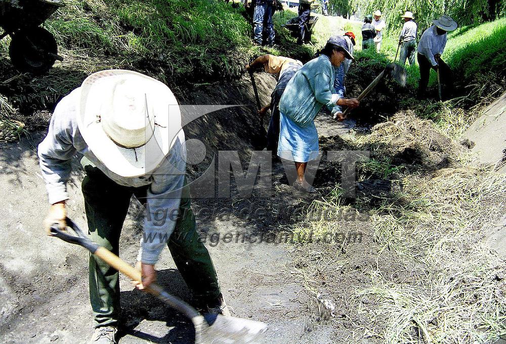 Metepec, Méx.- Protección Civil estatal informó que son 38 los municipios que presentan mayores riegos ante  posibles inundaciones, por lo que es necesario incrementar las medidas de prevención ante las precipitaciones pluviales. Agencia MVT/ Mario B. Arciniega