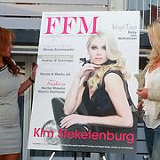 NLD/Loosdrecht/20110502 - Presentatie Fabulous Football Magazine, Leyla Sinouh en Kim Stekelenburg - Kallenbach onthullen de cover