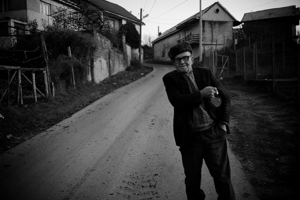 (28/11/2007) An elderly man in the Serbian enclave of Orahovec in the southern area of Kosovo. Many Serbs living in Kosovo are anxious about the possibility of Pristina declaring independence from Serbia. (photo: Greg Funnell)