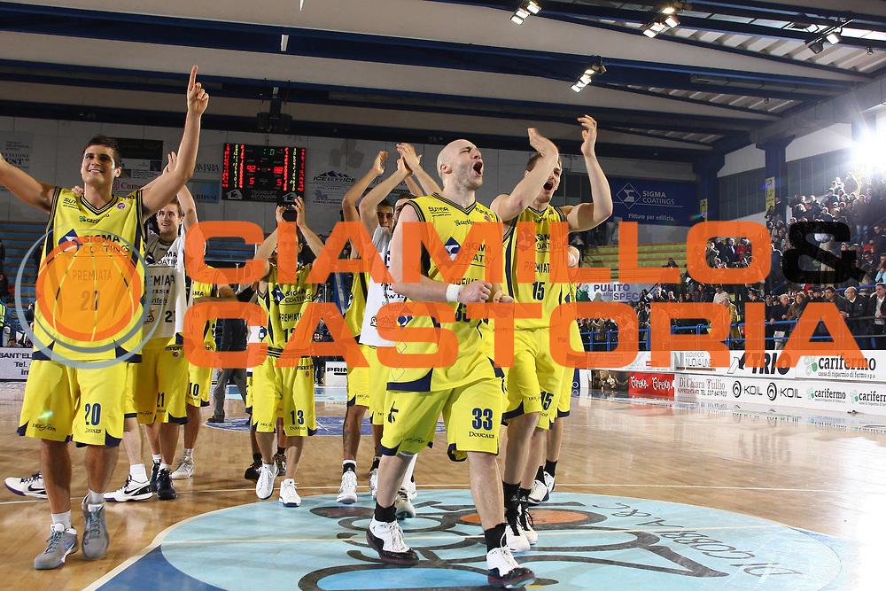 DESCRIZIONE : Porto San Giorgio Lega A 2009-10 Sigma Coatings Montegranaro Carife Ferrara<br /> GIOCATORE : Team<br /> SQUADRA : Sigma Coatings Montegranaro<br /> EVENTO : Campionato Lega A 2009-2010 <br /> GARA : Sigma Coatings Montegranaro Carife Ferrara<br /> DATA : 03/01/2010<br /> CATEGORIA : esultanza<br /> SPORT : Pallacanestro <br /> AUTORE : Agenzia Ciamillo-Castoria/C.De Massis<br /> Galleria : Lega Basket A 2009-2010 <br /> Fotonotizia : Porto San Giorgio Lega A 2009-10  Sigma Coatings Montegranaro Carife Ferrara<br /> Predefinita :