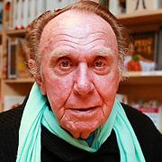 NLD/Rotterdam/20110407 - Acteur Kees Brusse signeert zijn boek,