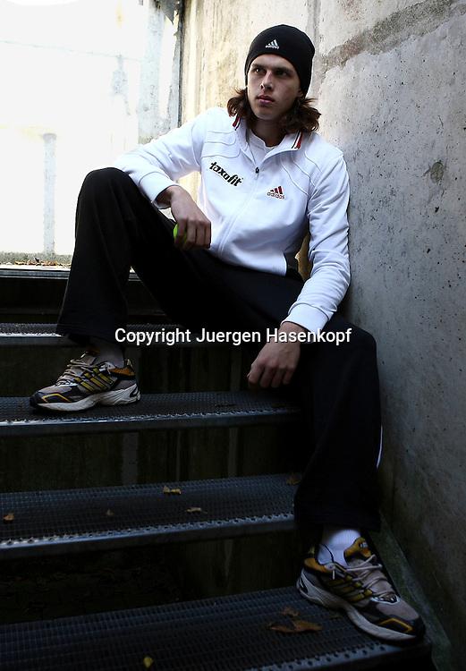 BASE Gang Tennis Spieler  Dominik Schulz von der FORMAXX TennisBase...Photo: Juergen Hasenkopf..