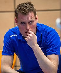 19-02-2017 NED: Bekerfinale Sliedrecht Sport - VC Sneek, Zwolle<br /> In een uitverkochte Landstede Topsporthal wint Sneek met 3-1 van Sliedrecht Sport / Teleurstelling bij Coach Matt van Wezel