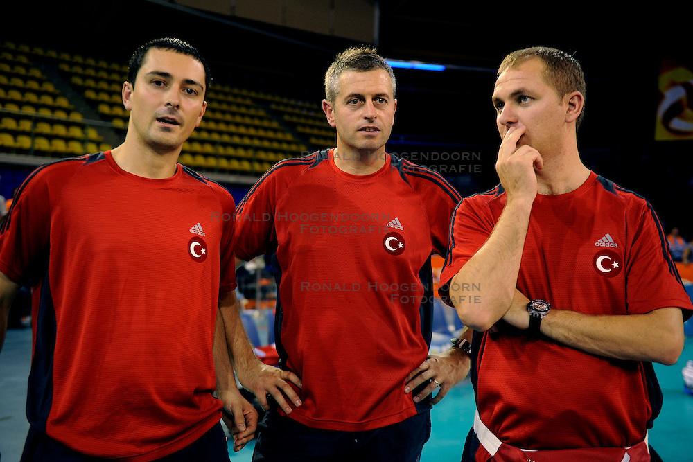 20-09-2009 VOLLEYBAL: DELA TROPHY NEDERLAND - TURKIJE: EINDHOVEN<br /> Nederland ook de tweede wedstrijd van Turkije maar ditmaal iets moeizamer 3 -2 / Alessandro Chiappini (m)<br /> &copy;2009-WWW.FOTOHOOGENDOORN.NL