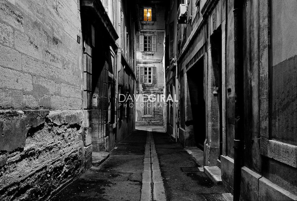 Dark alley located inside the city of Avignon