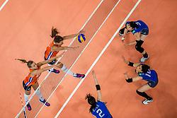 09-07-2017 NED: World Grand Prix Netherlands - Japan, Apeldoorn<br /> Match five of first weekend of group C during the World Grand Prix. Netherlands lost in five sets from Japan / Nika Daalderop #19, Robin de Kruijf #5