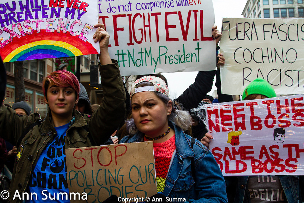 Washington, DC: A protest led by the Answer Coaltion drew thousands to Pennsylvania Avenue. Some of the10,000 that were kept out at the security gates later rioted. Others waited 5 hours in line. (Photo; Ann Summa).