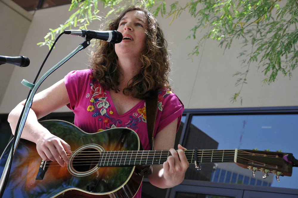 Nashville singer/songwriter Debbie Hawkins competes in the 2011 Tucson Folk Festival Songwriting Contest. Event photography by Martha Retallick.