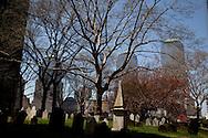 saint paul chapel . and cemetery in lower manhattan  Manhattan  New york  Usa ///  cimetiere de saint paul chapel  .au milieu des gratte-ciels du quartier des affaires, lower manhattan;  New york  USA ///