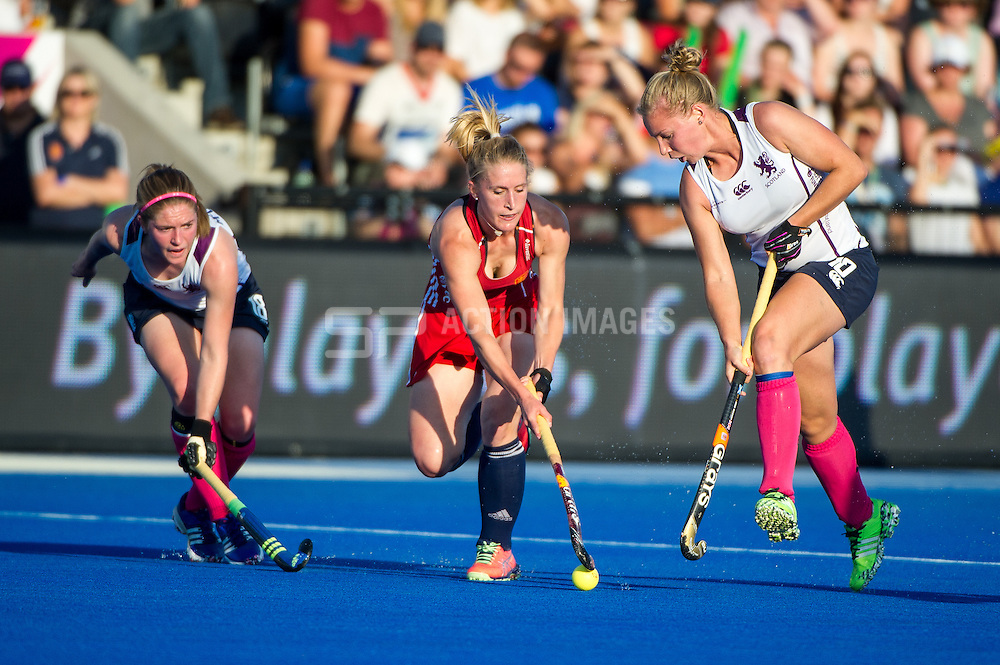 England's Susie Gilbert is challenged by Sarah Robertson and Susan Mcgilveray of Scotland. England v Scotland - Unibet EuroHockey Championships, Lee Valley Hockey & Tennis Centre, London, UK on 22 August 2015. Photo: Simon Parker