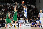 DESCRIZIONE : Beko Legabasket Serie A 2015- 2016 Dinamo Banco di Sardegna Sassari - Sidigas Scandone Avellino <br /> GIOCATORE : Tony Mitchell<br /> CATEGORIA : Tiro Tre Punti Three Point Controcampo <br /> SQUADRA : Dinamo Banco di Sardegna Sassari<br /> EVENTO : Beko Legabasket Serie A 2015-2016 <br /> GARA : Dinamo Banco di Sardegna Sassari - Sidigas Scandone Avellino <br /> DATA : 28/02/2016 <br /> SPORT : Pallacanestro <br /> AUTORE : Agenzia Ciamillo-Castoria/C.Atzori