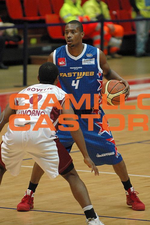 DESCRIZIONE : Livorno Lega A2 2008-09 Livorno Basket Fastweb Casale Monferrato<br /> GIOCATORE : Dowdell Zabian <br /> SQUADRA : Fastweb Casale Monferrato<br /> EVENTO : Campionato Lega A2 2008-2009<br /> GARA : Livorno Basket Fastweb Casale Monferrato<br /> DATA : 05/02/2009<br /> CATEGORIA : Palleggio<br /> SPORT : Pallacanestro<br /> AUTORE : Agenzia Ciamillo-Castoria/Stefano D'Errico