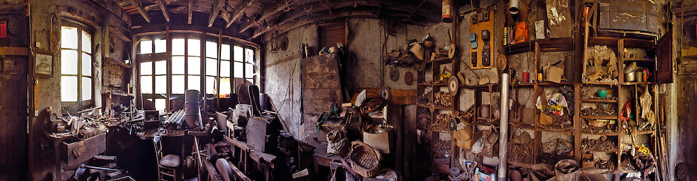 01/03/03 - THIERS - PUY DE DOME - FRANCE - Ancien atelier de coutellerie NAVARON - Photo Jerome CHABANNE