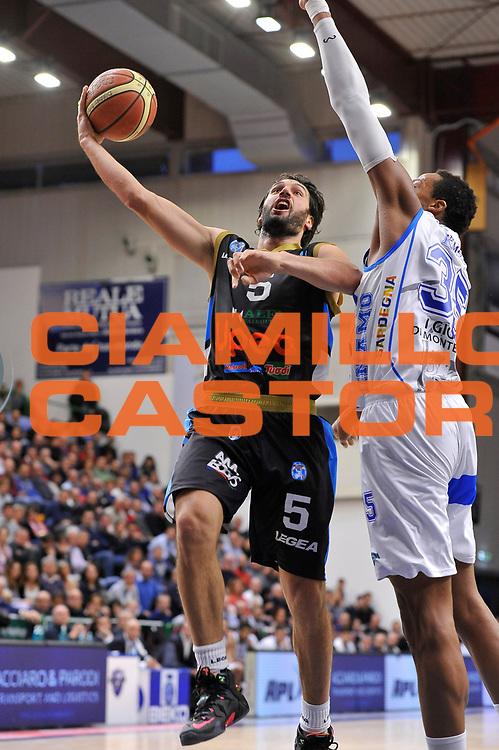 DESCRIZIONE : Campionato 2014/15 Serie A Beko Dinamo Banco di Sardegna Sassari - Upea Capo D'Orlando <br /> GIOCATORE : Gianluca Basile<br /> CATEGORIA : Palleggio Penetrazione Sequenza<br /> SQUADRA : Upea Capo D'Orlando<br /> EVENTO : LegaBasket Serie A Beko 2014/2015 <br /> GARA : Dinamo Banco di Sardegna Sassari - Upea Capo D'Orlando <br /> DATA : 22/03/2015 <br /> SPORT : Pallacanestro <br /> AUTORE : Agenzia Ciamillo-Castoria/C.Atzori <br /> Galleria : LegaBasket Serie A Beko 2014/2015