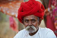 Inde, Rajasthan, village de Meda dans les environs de Jodhpur, population Rabari, Diparam, 46 ans // India, Rajasthan, Meda village around Jodhpur, Rabari ethnic group, Diparam, 46 old
