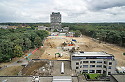 Nederland, Nijmegen, 20-8-2018De campus van de Radboud universiteit, voorheen katholieke universiteit, kun . De Thomas van Aquinostraat, gebouwd in de zeventiger jaren, wordt in 2018 gesloopt en vervangen door nieuwbouw. Bovenin het Erasmusgebouw, ook wel het talengebouw genoemd en blikvanger van de universiteit.  Foto: Flip Franssen