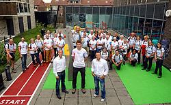 27-06-2014 NED: Uitzwaaimoment Iceland Diabetes Challenge, Nijkerk<br /> In gezondheidscentrum De Nije Veste in Nijkerk werden de Iceland deelnemers en de deelnemers van de Nije Veste challenge uitgezwaaid door gouden olympiër Mark Huizinga, de winnaar van de poolcirkel expeditie 2014 / Olympiërs Bas van de Goor, Carl Verheijen, directeur Nije Veste, Mark Huizinga en de groep Iceland en Nije Veste deelnemers