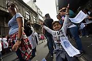 20180419/ Nicolas Celaya - adhocFOTOS/ URUGUAY/ MONTEVIDEO/ ANEP/  Concentracion de maestros en el marco de un paro de 24 horas frente a la ANEP, Montevideo.<br /> En la foto: Concentracion de maestros en el marco de un paro de 24 horas frente a la ANEP, Montevideo. Foto: Nicol&aacute;s Celaya /adhocFOTOS