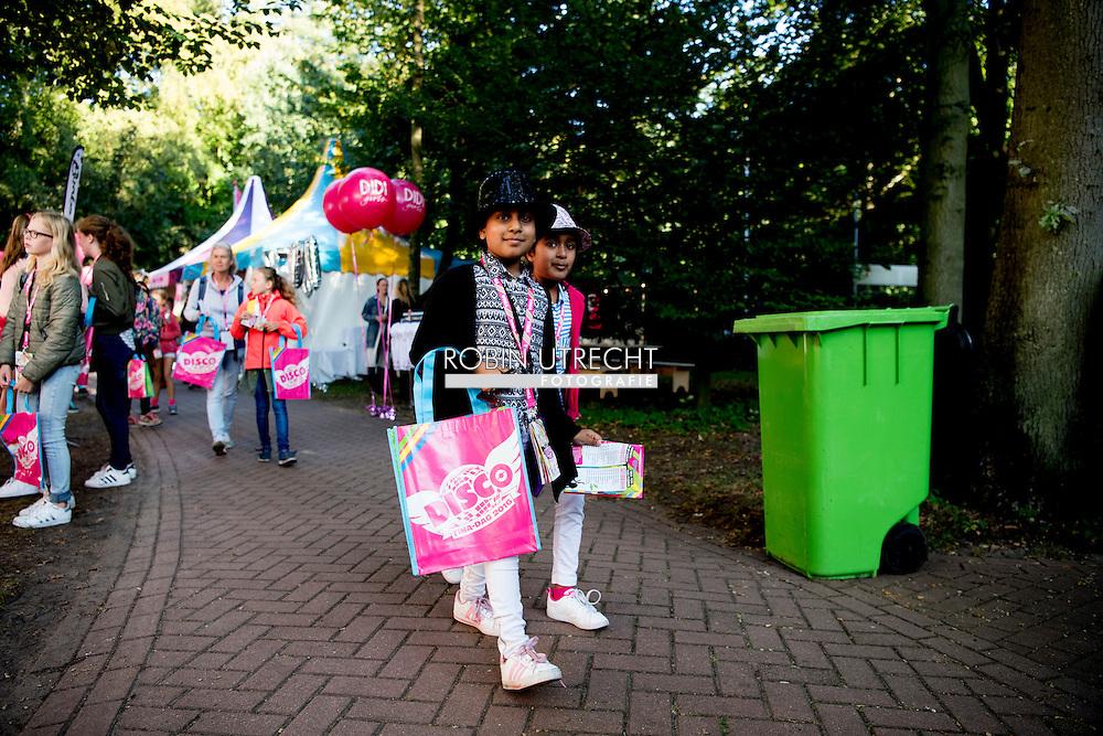 WASSENAAR - Lange rijen bezoekers voor de vijfentwintigste Tina-dag in Duinrell. ANP ROBIN UTRECHT