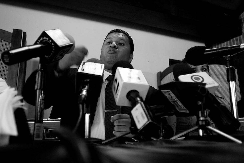 Salomon Fernandez, supuesto hijo mayor del presidente venezolano, Hugo Chavez habla durante una rueda de prensa realizada en el Rest. Avanti de las Mercedes. Caracas, 26-05-08 (ivan gonzalez)