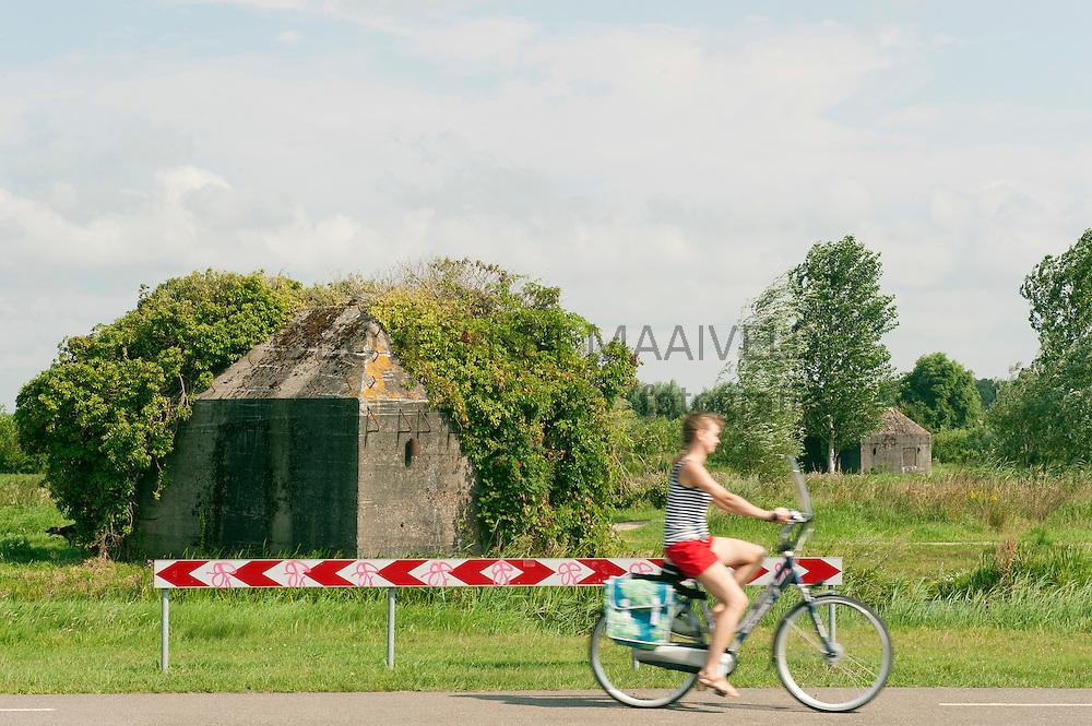 Fietser voor bunker in Ruigenhoekse polder