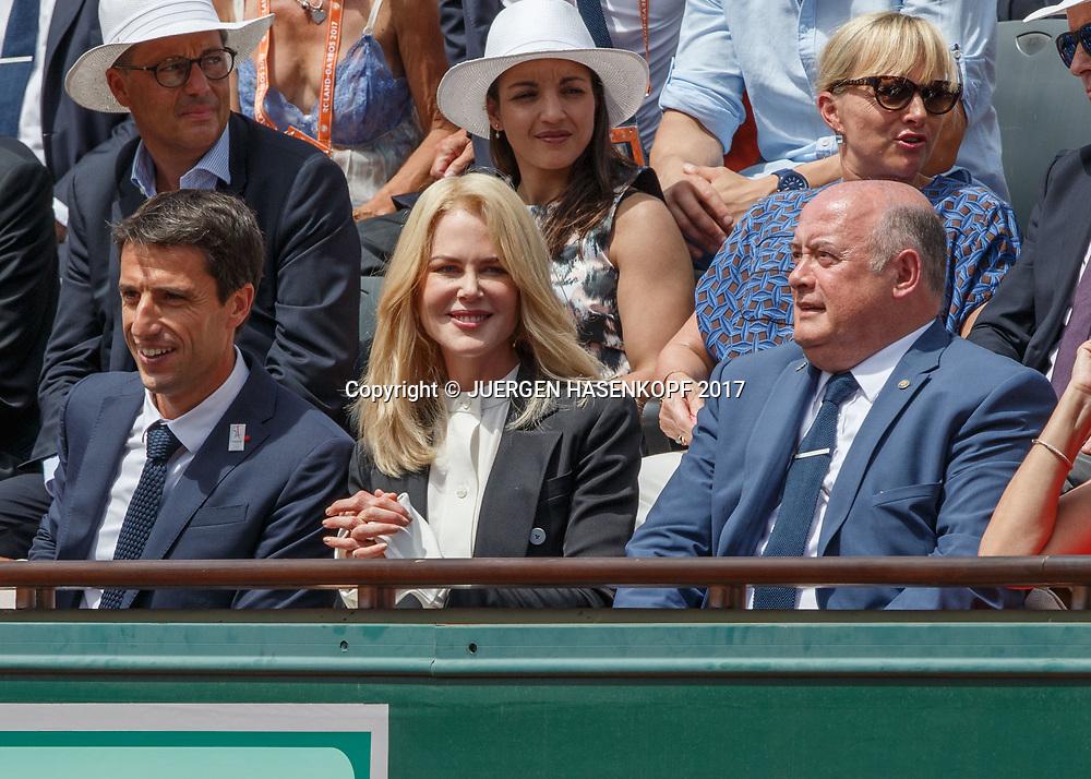 Tony Estangue,Nicole Kidman und FFT Praesident Bernard Giudicelli (r) in der Ehrenloge<br /> <br /> Tennis - French Open 2017 - Grand Slam / ATP / WTA / ITF -  Roland Garros - Paris -  - France  - 11 June 2017.