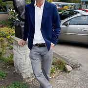 NLD/Laren/20100419 - Overhandiging boek John Kraaijkamp, Cornald Maas