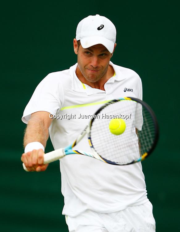 Wimbledon Championships 2013, AELTC,London,<br /> ITF Grand Slam Tennis Tournament,<br /> Julian Reister (GER),Aktion,Einzelbild,Halbkoerper,Hochformat,