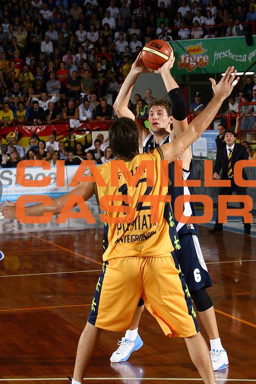 DESCRIZIONE : Porto San Giorgio Lega A1 2007-08 Premiata Montegranaro Upim Fortitudo Bologna <br /> GIOCATORE : Stefano Mancinelli <br /> SQUADRA : Upim Fortitudo Bologna <br /> EVENTO : Campionato Lega A1 2007-2008 <br /> GARA : Premiata Montegranaro Upim Fortitudo Bologna <br /> DATA : 07/10/2007 <br /> CATEGORIA : palleggio <br /> SPORT : Pallacanestro <br /> AUTORE : Agenzia Ciamillo-Castoria/M.Carrelli <br /> Galleria : Lega Basket A1 2007-2008<br /> Fotonotizia : Porto San Giorgio Lega A1 2007-08 Premiata Montegranaro Upim Fortitudo Bologna <br /> Predefinita :