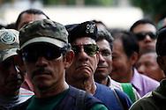 Ex-combatientes del Ejercito y de la ex-guerrilla del Frente Farabundo Marti fmln protestan Jueves 23 OCT 2014 frente a la Asamblea Legislativa San Salvador, El Salvador para exigir una indemnización permanente las organizaciones mantiene esta lucha desde veinte y dos anos. Photo: Franklin Rivera/fmln/Imagenes Libres.