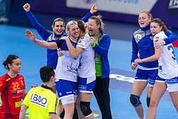 14-12-2018 FRA: Women European Handball Championships Russia - Romania, Paris<br /> First semi final Russia - Romania 28 - 22 / Anna Sen #8 of Russia
