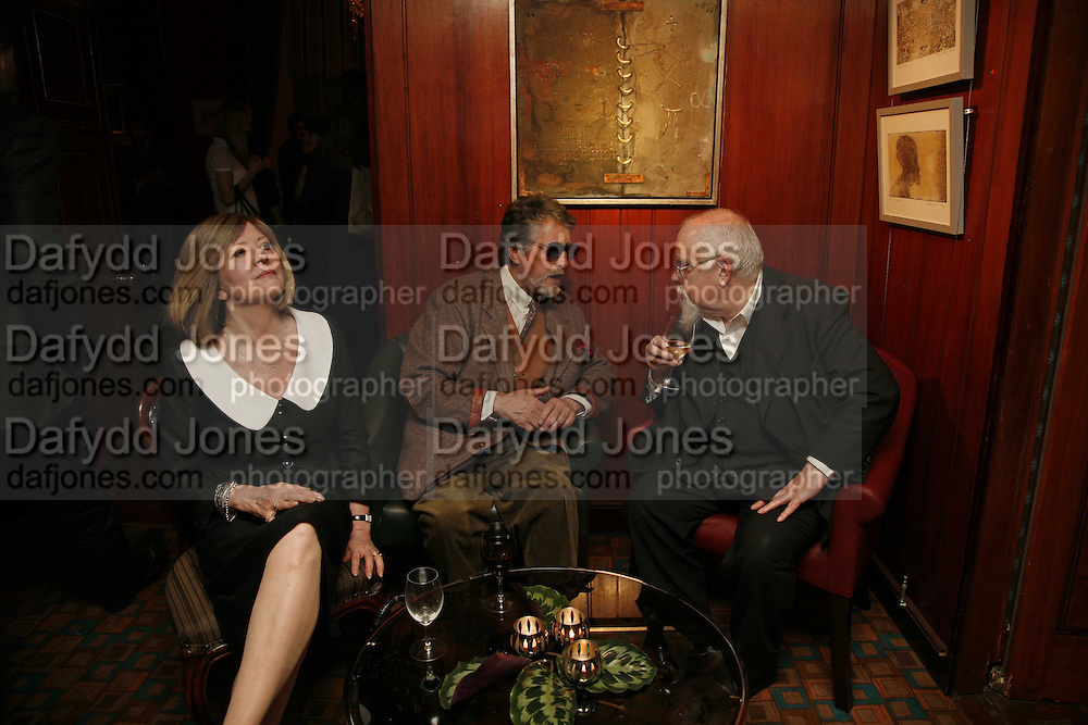 CHRISSIE BLAKE, JUSTIN DE VILLENEUVE AND PETER BLAKE, Sir Peter Blake and Poppy De Villeneuve host a party with University of the Arts London at the Arts Club, Dover Street, London. 20 APRIL 2006<br />ONE TIME USE ONLY - DO NOT ARCHIVE  © Copyright Photograph by Dafydd Jones 66 Stockwell Park Rd. London SW9 0DA Tel 020 7733 0108 www.dafjones.com