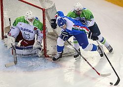 07.02.2015, Albert Schultz Eishalle, Wien, AUT, IIHF, Euro Ice Hockey Challenge, Italien vs Slowenien, im Bild Gasper Kroselj (Slowenien, SLO), Brian Ihnacack (Italien, ITA) und Bostjan Golicic (Slowenien, SLO) // during the IIHF Euro Ice Hockey Challenge match between Italy and Slovenia at the Albert Schultz Ice Arena, Vienna, Austria on 2015/02/07. EXPA Pictures © 2015, PhotoCredit: EXPA/ Thomas Haumer