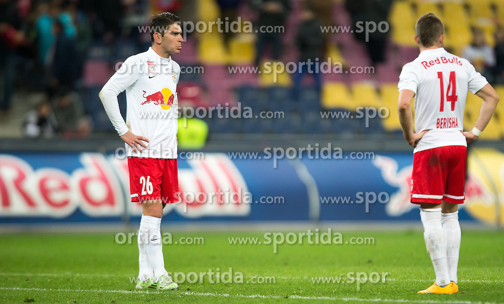 07.03.2015, Red Bull Arena, Salzburg, AUT, 1. FBL, FC Red Bull Salzburg vs SCR Cashpoint Altach, 24. Runde, im Bild v.l.: Jonatan Soriano (FC Red Bull Salzburg, #26), Valon Berisha (FC Red Bull Salzburg, #14) // during Austrian Football Bundesliga 24th round Match between FC Red Bull Salzburg and SCR Cashpoint Altach at the Red Bull Arena, Salzburg, Austria on 2015/03/07. EXPA Pictures © 2015, PhotoCredit: EXPA/ JFK